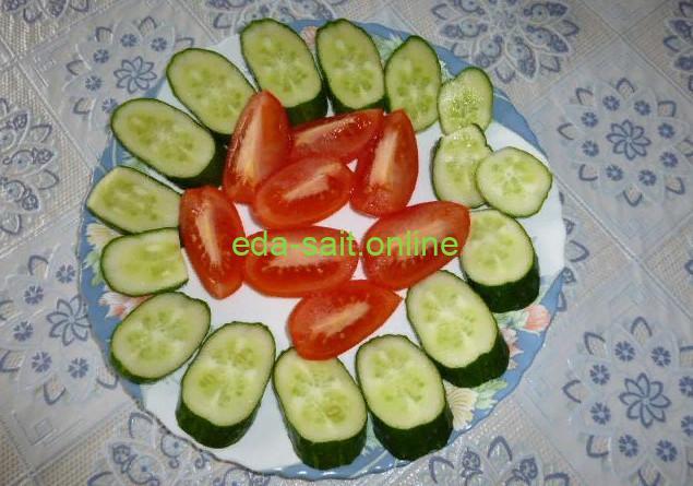 Нарезка из помидор и огурцов