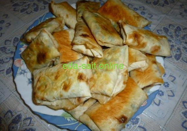 Конвертики из лаваша с яйцами, сыром и зеленью фото