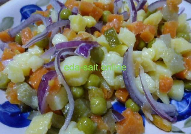 Овощной салат с зеленым горошком фото