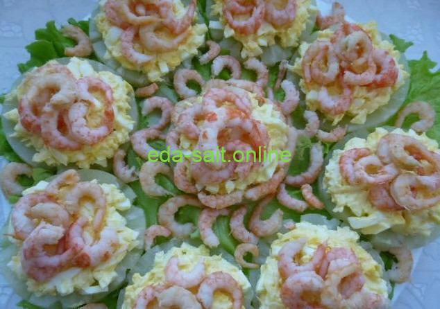 Закуска на кольцах ананаса с креветками фото