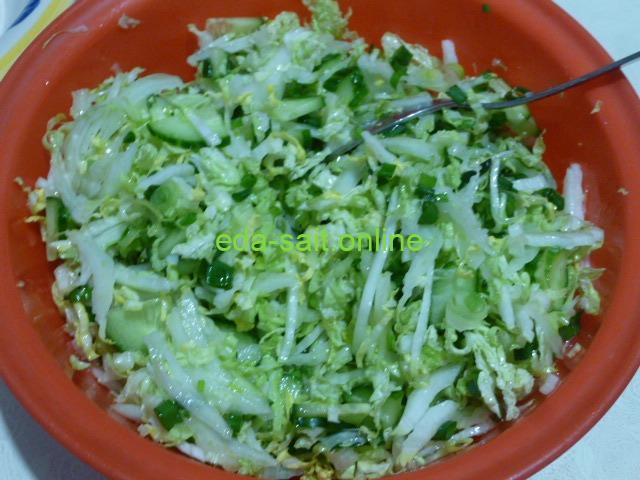 Нарезать пекинскую капусту в салат