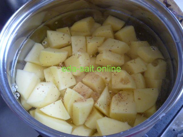 Отварить картошку для тушенки