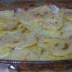Картошка со сливками и чесноком в духовке