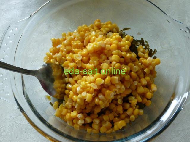 Добавить к морской капусте кукурузу