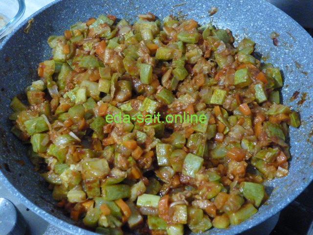 Жареные кабачки с луком и морковью фото