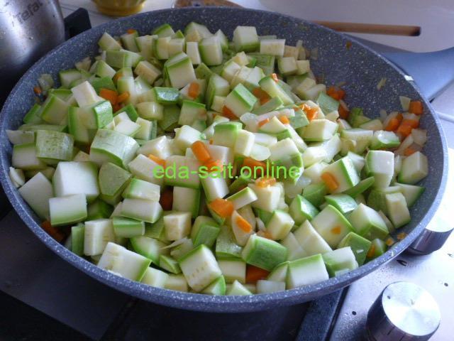 Жарим кабачки с луком и морковью