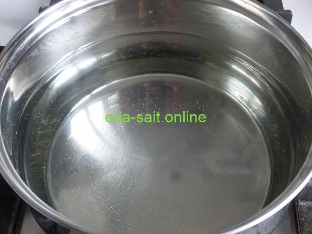 Поставить воду для горохового супа