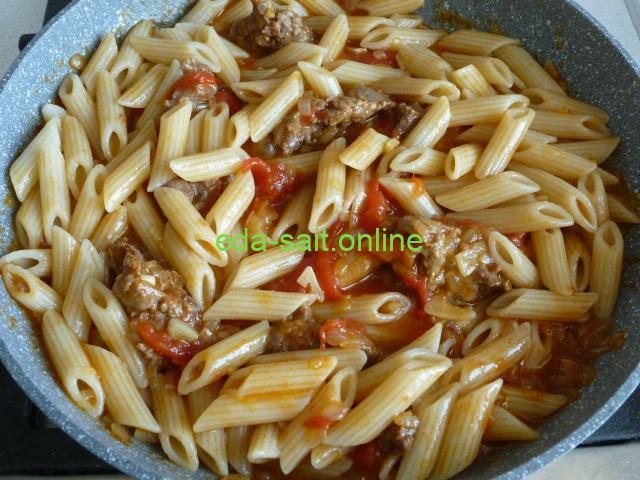 Как приготовить макароны с помидорами и тушенкой