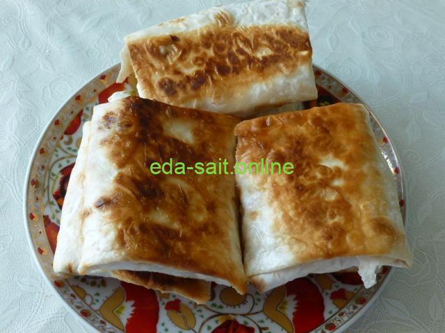 Конвертики из лаваша с сыром и колбасой пошаговый рецепт с фото
