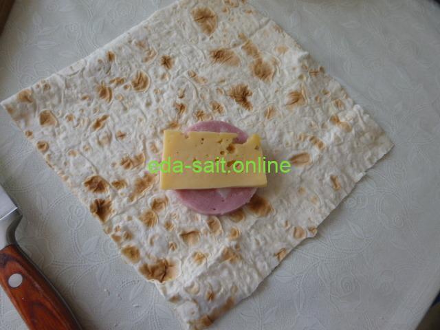 Лаваш колбаса и сыр конвертики