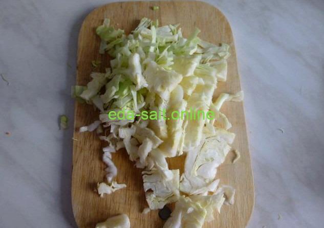 Нарезать капусту для лагмана