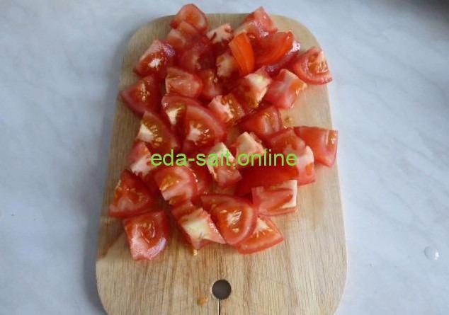 Нарезать помидоры для лагмана