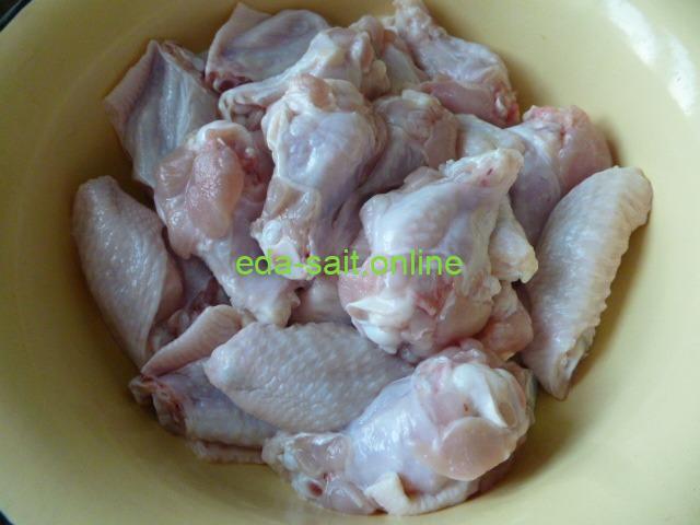 Вымытые и разделанные куриные крылья