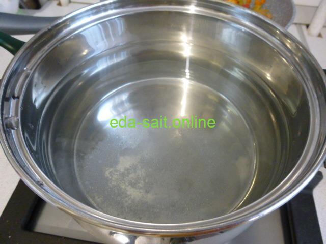 Вода для варки супа с пельменями