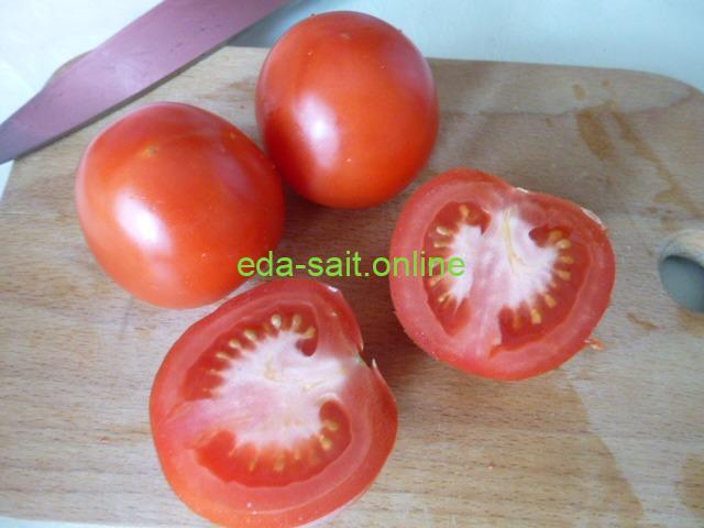 Помидоры в салат с крабовыми палочками и сыром