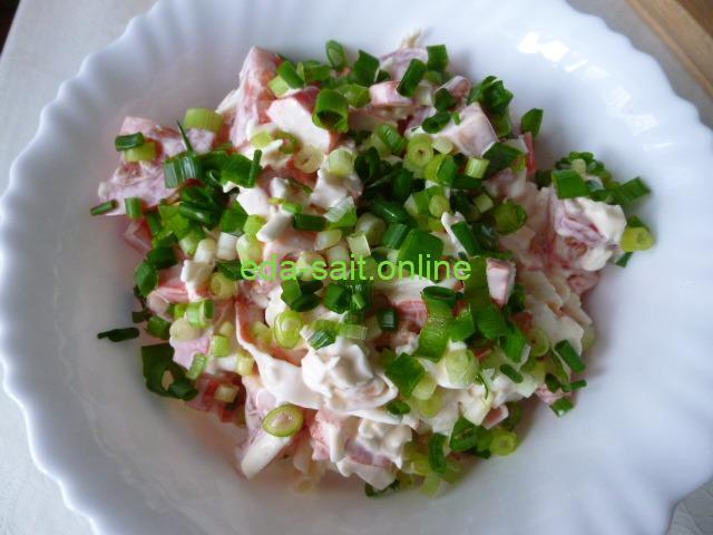 Салат из крабовых палочек с помидорами и сыром пошаговый рецепт с фото