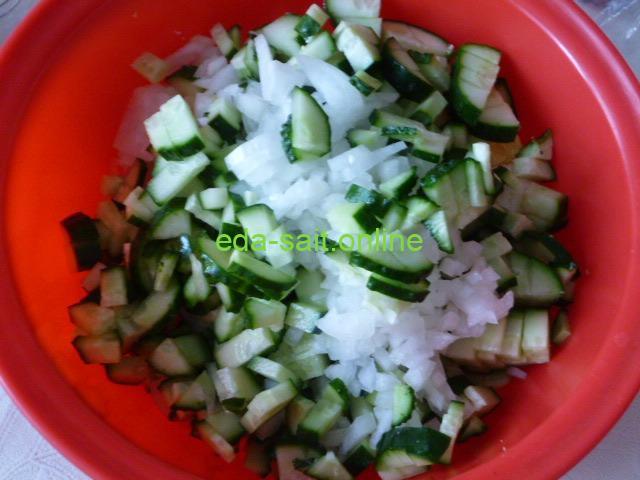 Салат из огурцов и яиц с луком пошаговый рецепт с фото